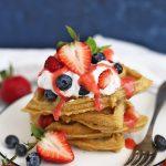 Easy Overnight Oatmeal Waffles (Gluten Free) - SUCH a yummy meal prep, gluten free breakfast!