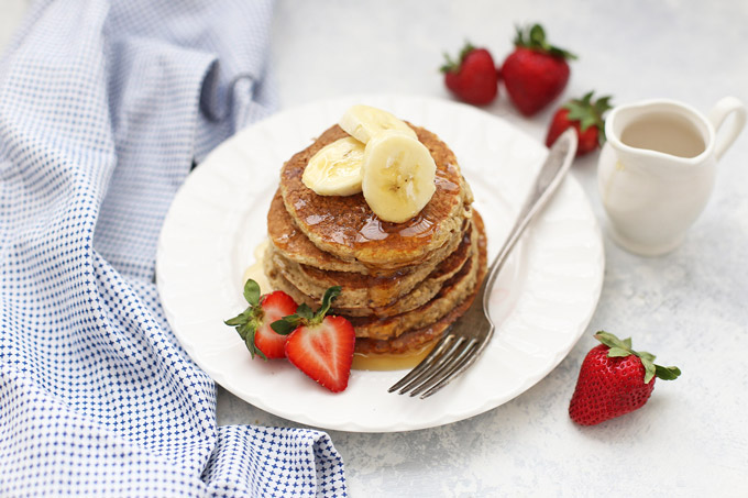 Build a better breakfast with these Banana Oatmeal Pancakes (gluten and dairy free, no added flour!)