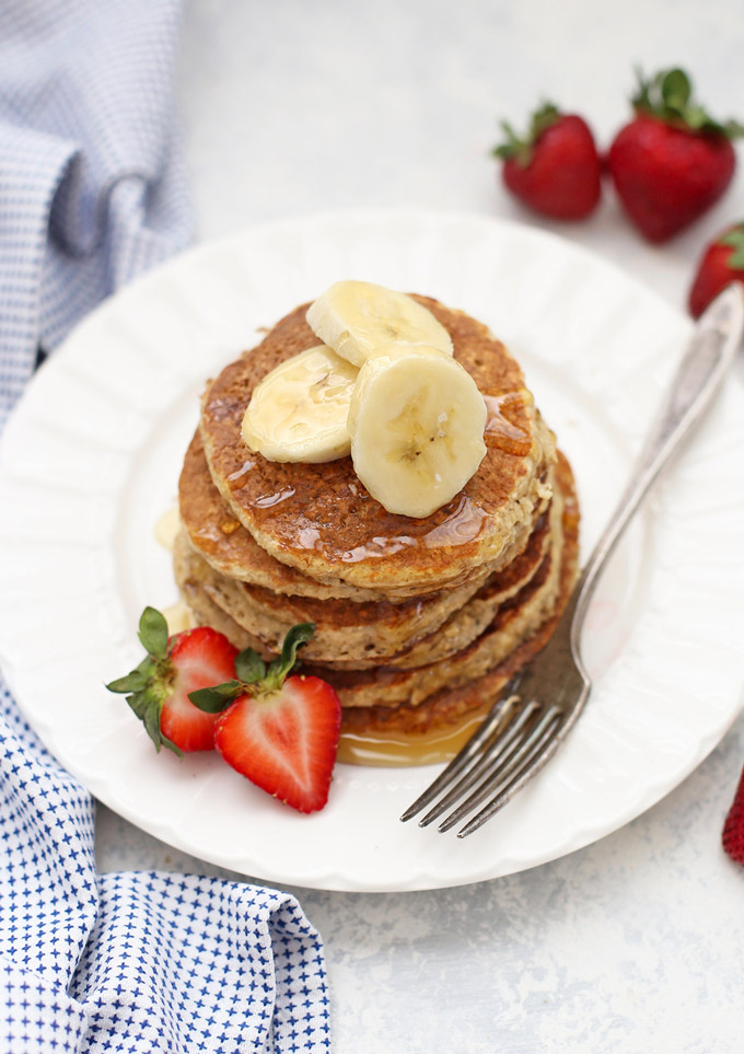 Gluten Free Banana Oatmeal Pancakes are the BEST breakfast! (dairy free and flourless too!)