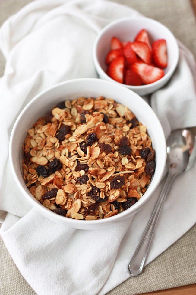 Oatmeal Cookie Granola (GF, Vegan) // One Lovely Life