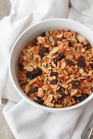Oatmeal Cookie Granola (GF, Vegan) // One Lovely Life