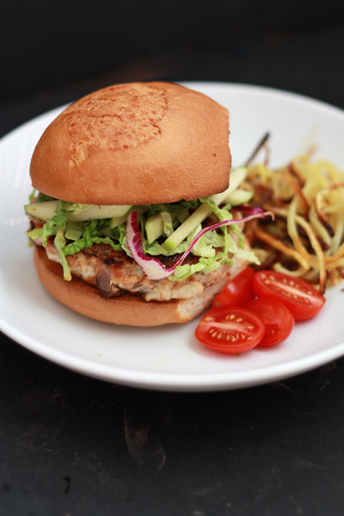 So much great flavor going on in these Chicken Bacon Apple Burgers! from www.onelovelylife.com