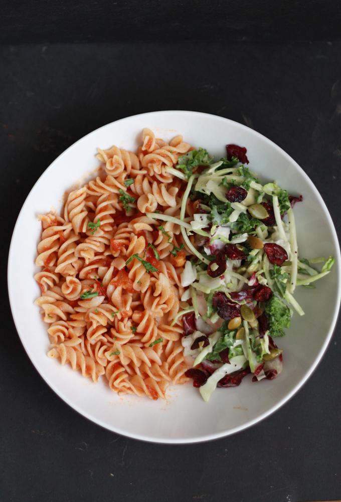 The best pasta with tomato sauce + 4 other easy last-minute dinner ideas from www.onelovelylife.com