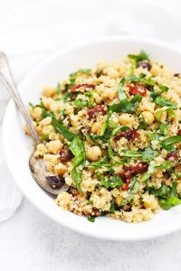Sun Dried Tomato Quinoa Salad - This mediterranean quinoa salad is such a yummy meal prep lunch idea! Gluten free & vegan.