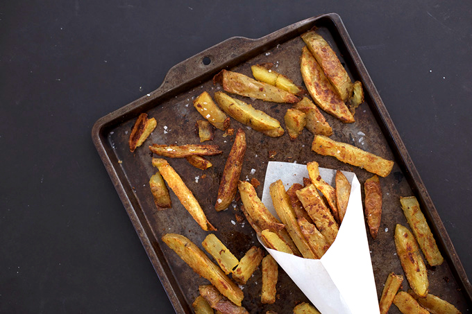 Spicy (and CRISPY) Oven Fries to go with dinner. These are so good!