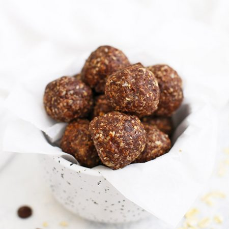 No Bake Cookie Energy Bites - Chocolate Peanut Butter Energy Bites with Coconut. These are so delicious! Gluten free, vegan, and perfect for packing in lunches.