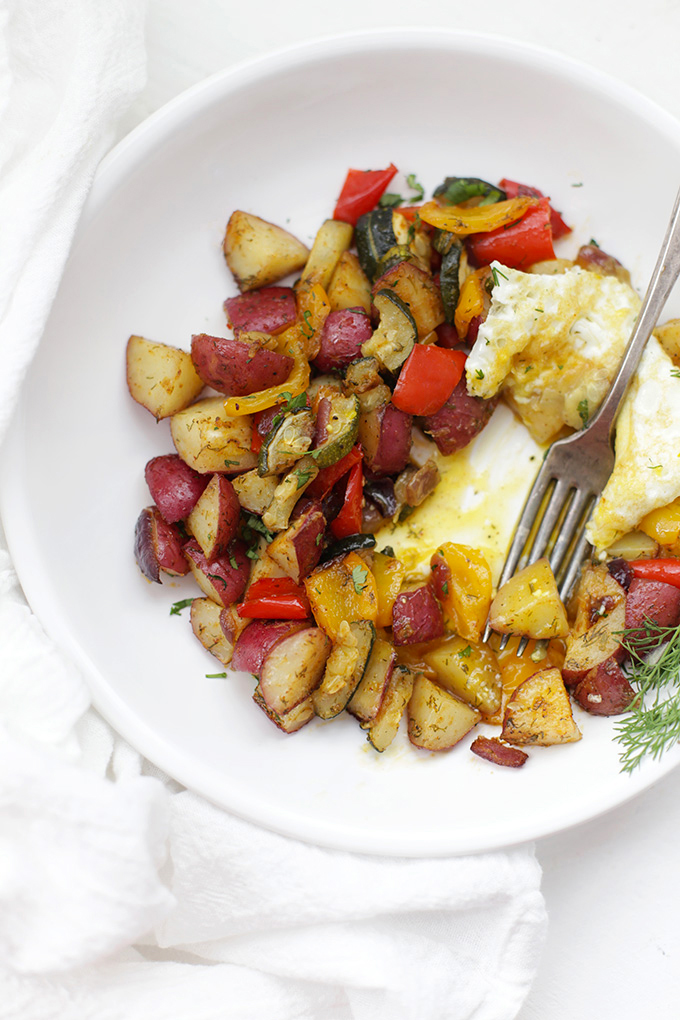 Meal prep made easy! These roasted breakfast potatoes and veggies make great breakfasts or lunches all week long!