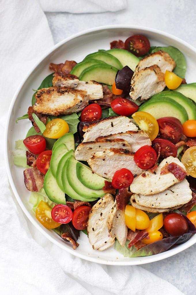 Rosemary Chicken BLT Salad - This Paleo & Whole30 Dinner is SO DELICIOUS. We love it!