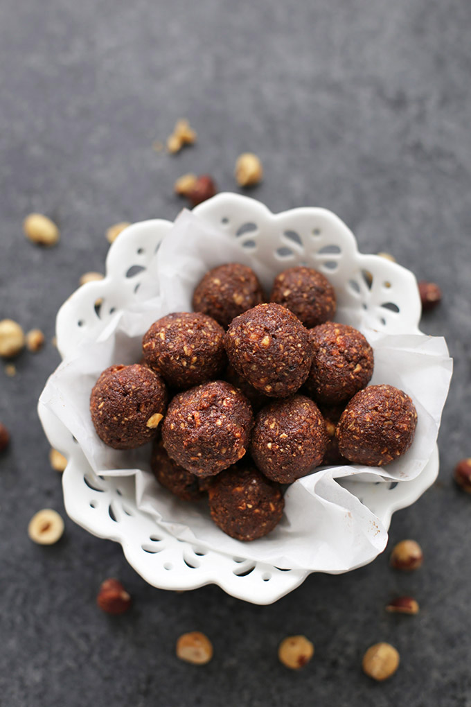 Satisfy your sweet tooth without throwing off your healthy eating. These Nutella Energy Bites are made from healthy ingredients but taste like Nutella!