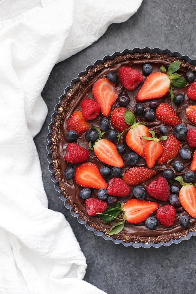 (Almost) Raw Chocolate Berry Tart - The perfect vegan and gluten free dessert. So easy, so good!