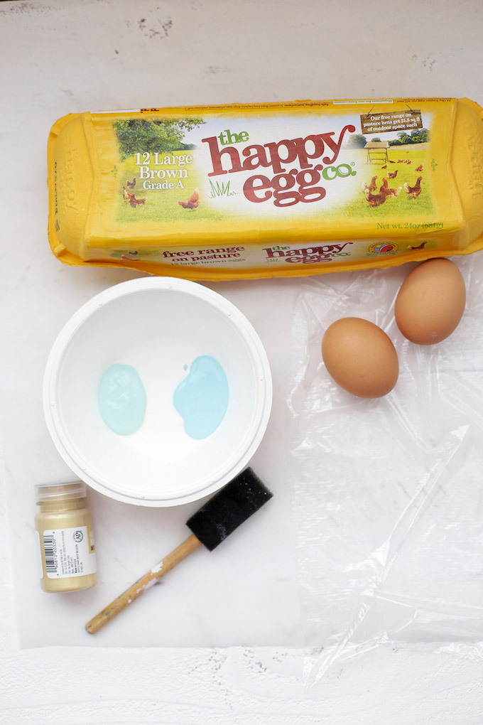 Everything you need to make personalized robins eggs! They're the perfect Easter place setting.