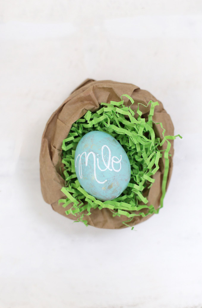 Personalized Robins Eggs are the perfect Easter craft! We love using them for place settings. So cute!