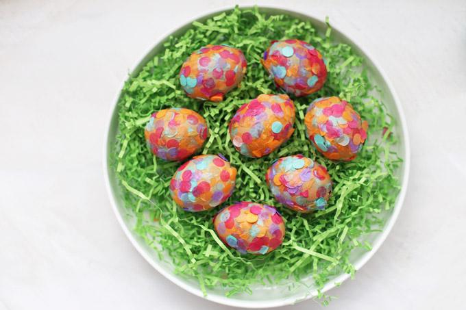 Adorable Confetti Conversation Starter Eggs - These adorable eggs have surprise conversation starters inside! Made with @happyeggcousa eggs! #truefreerange