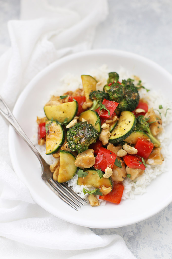 Healthy Cashew Chicken - This is one of my favorite healthy dinners! Gluten free, paleo friendly, and done in 30 minutes or less!