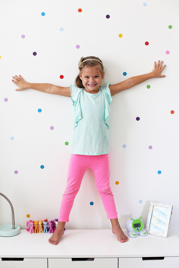 Don't you LOVE these confetti wall dots from @urbanwalls? They're so bright and happy (plus, they're removable and so easy to install!)