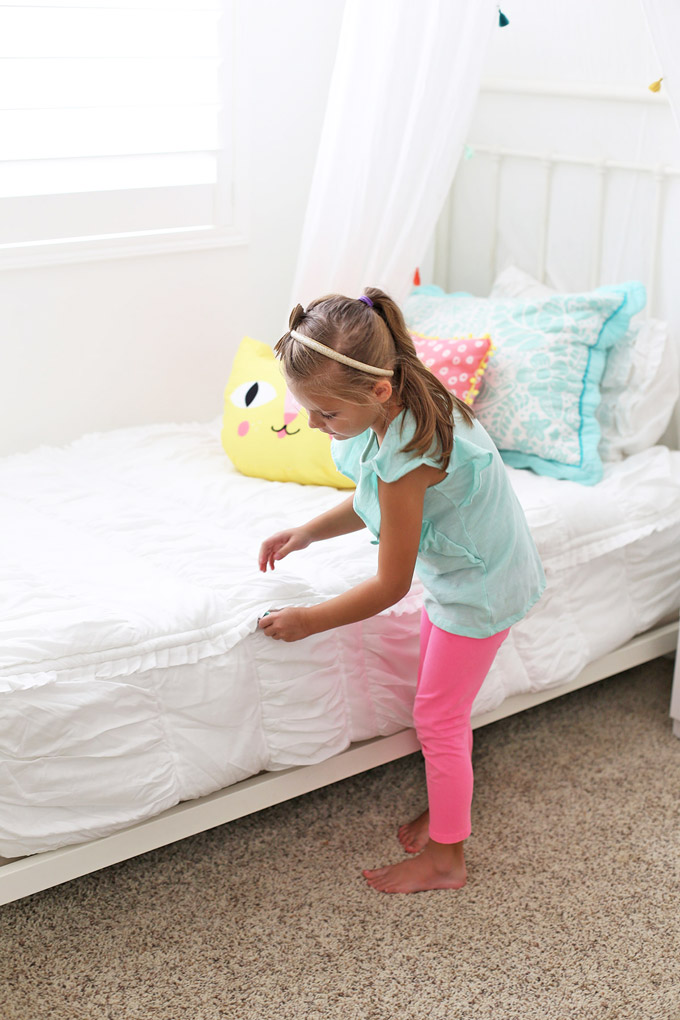 We SWEAR by this @beddysbeds zippable bedding. Kids can easily make the bed themselves!