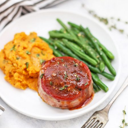 Whole30 & Paleo Meatloaf Minis! Barbecue bacon meatloaf minis are amazing!