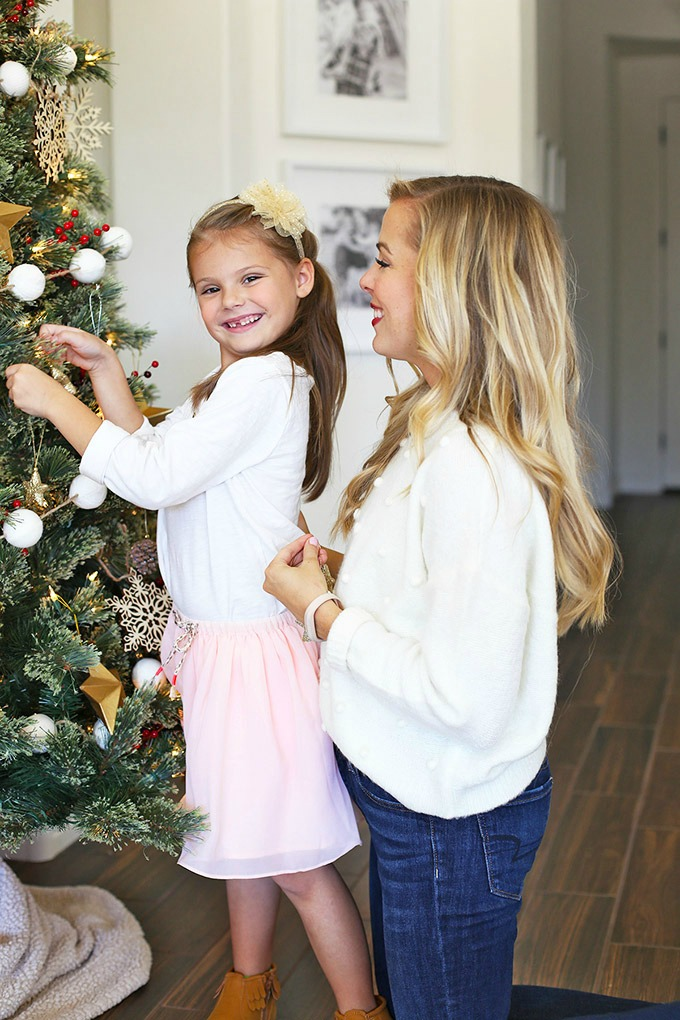 8 Holiday Traditions for the Family - awesome ideas for kids and families this holiday