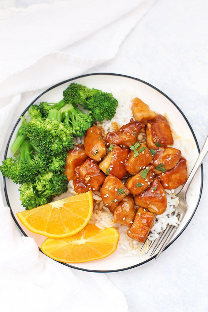 Healthy Orange Chicken! Gluten free, paleo friendly, and TOTALLY delicious. This is so easy!