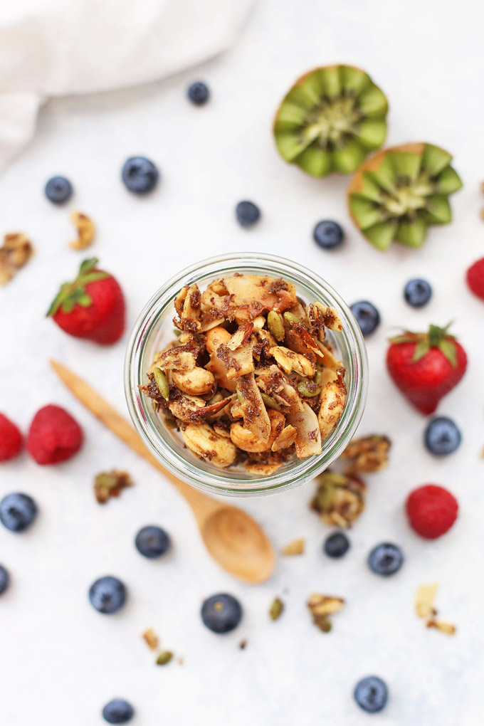Paleo Granola & Fruit Parfaits - These easy grain free, dairy free parfaits are such a yummy meal prep or brunch recipe! (Gluten free, vegan, and absolutely awesome!)