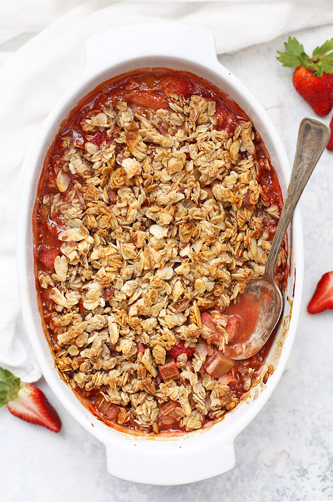 Strawberry Rhubarb Crisp (Gluten Free & Vegan Friendly) - Gorgeous, naturally sweetened strawberry rhubarb filling and an oat and almond crumble. So good!