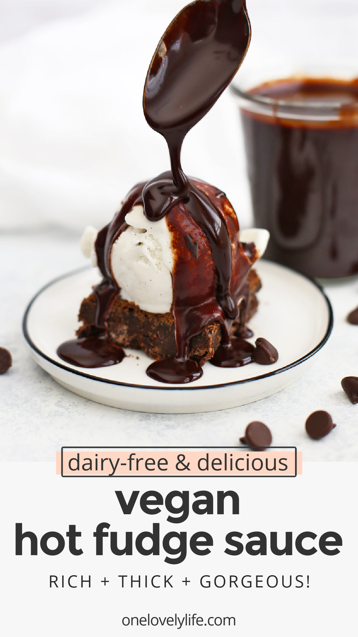 Vegan Hot Fudge Sauce - This dairy free chocolate sauce is perfect for ice cream sundaes and so much more! (gluten free, dairy free) // Dairy Free Hot Fudge Sauce // Healthy Hot Fudge Sauce // Chocolate Sauce // Ice Cream Toppings #icecream #hotfudge #chocolate #vegan #dairyfree