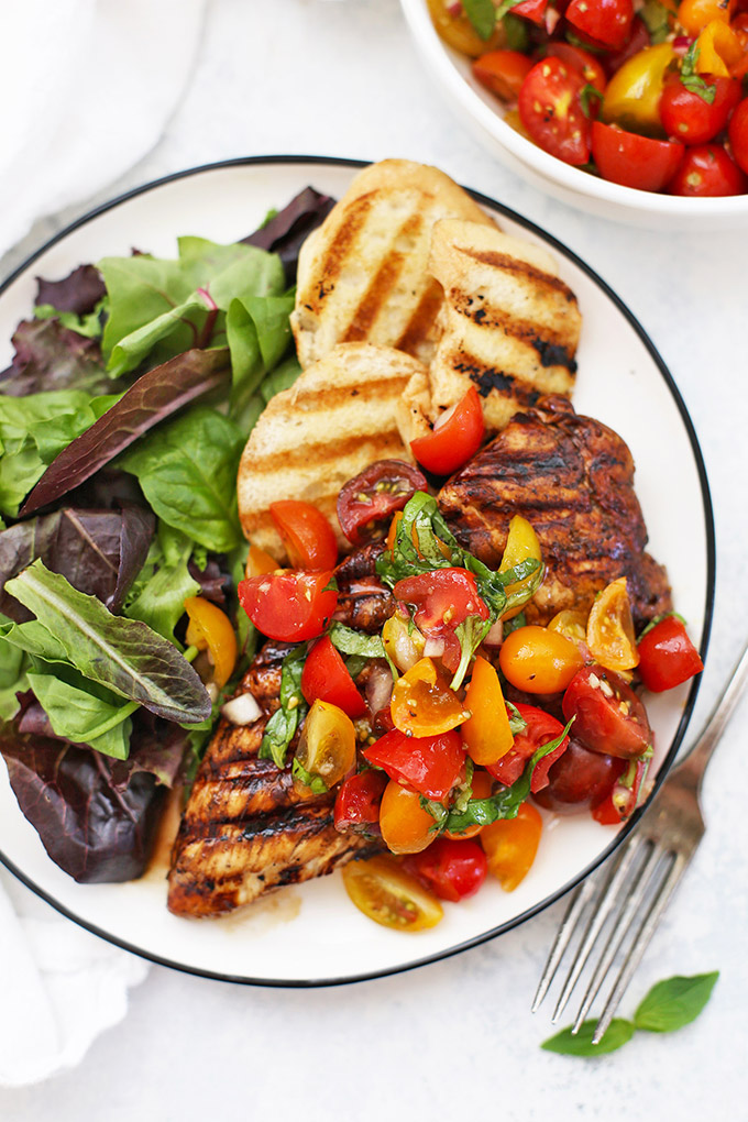 Bruschetta Grilled Chicken - This balsamic grilled chicken is topped with a fresh tomato basil bruschetta topping. I love the balsamic marinade! (Paleo, Gluten Free)