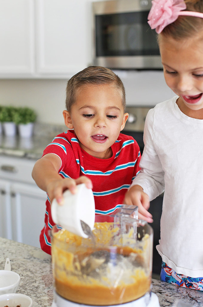 Easy Ways for Kids to Help in the Kitchen + over 20 Easy Recipes to Make with Kids!