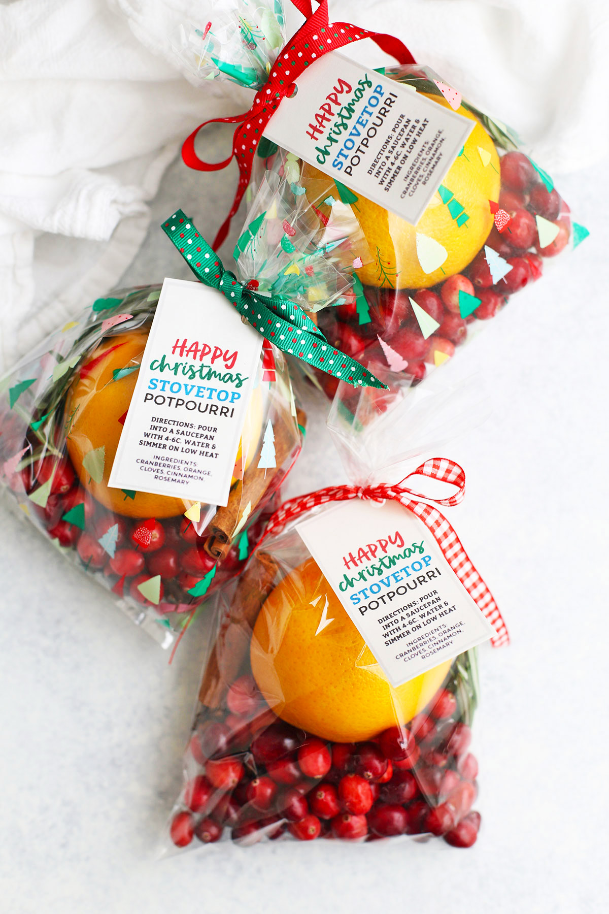 Christmas potpourri packaged with ribbons and printable tags