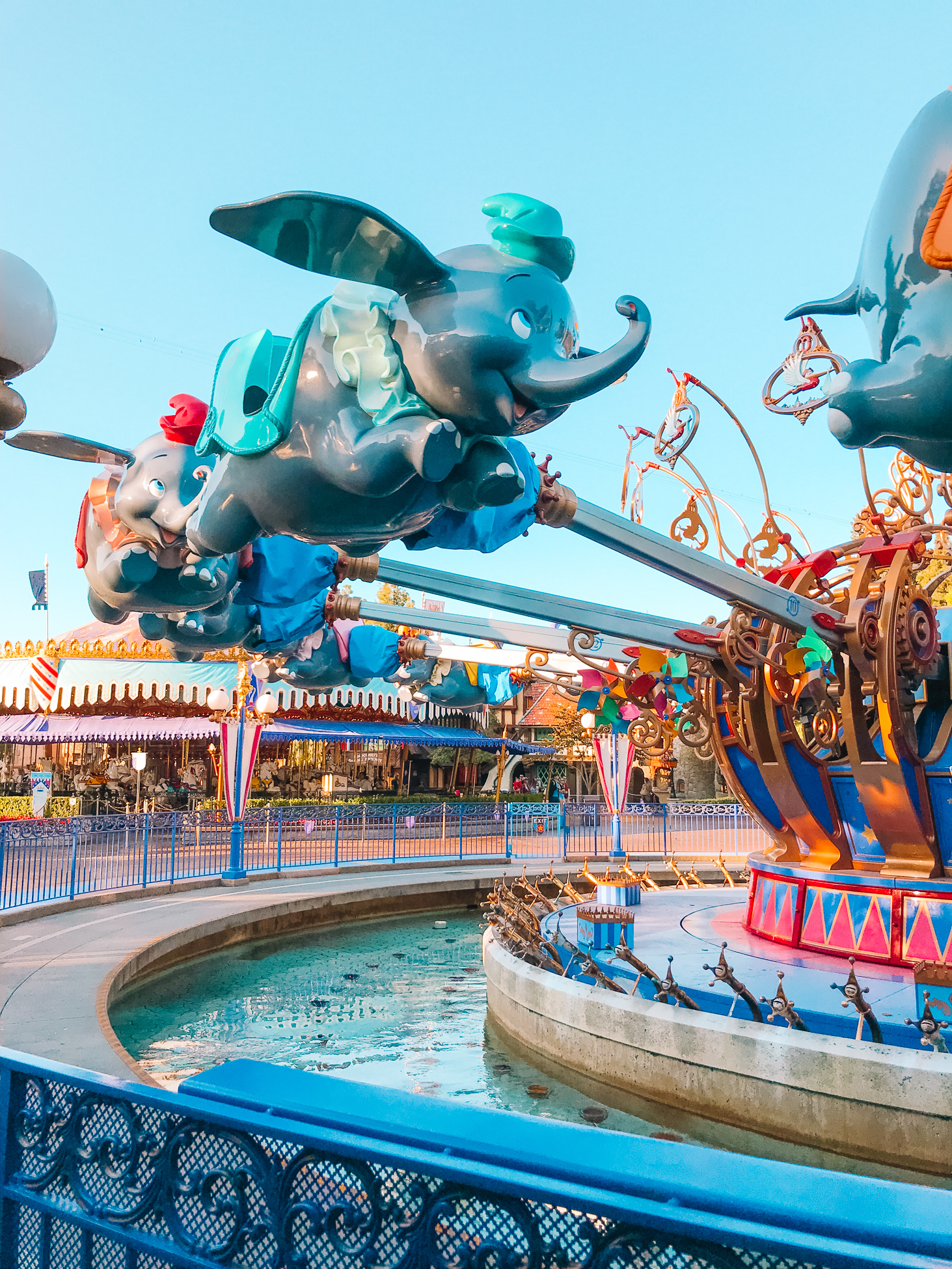 Our Best Tips For Disneyland with Kids from One Lovely Life